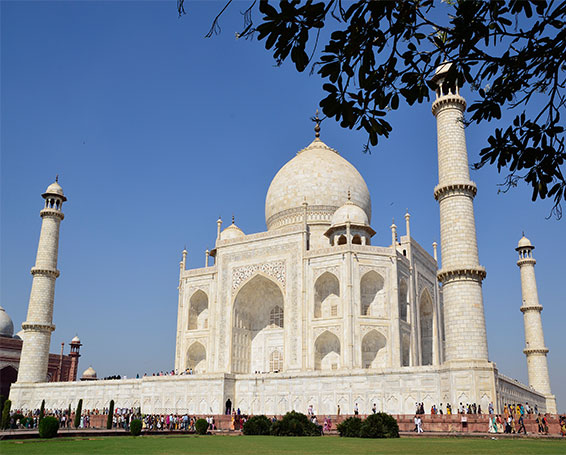 Taj Mahal with Palace on Wheels